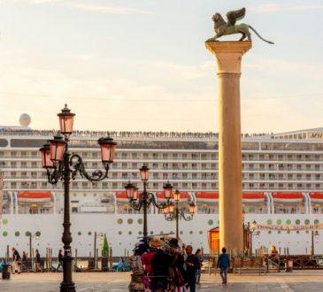 Il WWF chiedi uno STOP alle grandi navi a Venezia