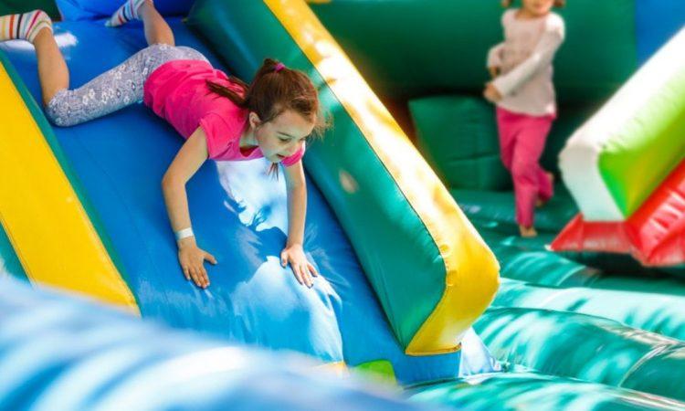 Sopra ogni cosa deve essere garantita la sicurezza anche nel divertimento. Ecco perché la normazione è importante per quanto riguarda le Attrezzature da gioco gonfiabili